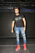 Manish Paul at Mika singh_s birthday party in Sincity andheri on 12th June 2019 (8)_5d025817acc41.JPG