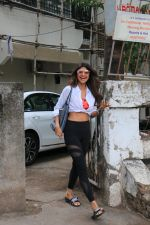 Shilpa Shetty spotted at kromakay juhu on 11th June 2019 (4)_5d02477b071b1.JPG