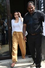 Soha Ali Khan spotted at Bastian Bandra on 8th June 2019 (22)_5d023644bae7f.JPG