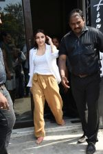 Soha Ali Khan spotted at Bastian Bandra on 8th June 2019 (23)_5d02364652a5c.JPG