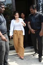 Soha Ali Khan spotted at Bastian Bandra on 8th June 2019 (25)_5d0236496b468.JPG