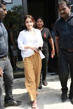 Soha Ali Khan spotted at Bastian Bandra on 8th June 2019 (28)_5d02364ed47c6.JPG