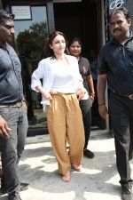 Soha Ali Khan spotted at Bastian Bandra on 8th June 2019 (30)_5d02365219366.JPG