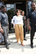 Soha Ali Khan spotted at Bastian Bandra on 8th June 2019 (32)_5d02365547b54.JPG
