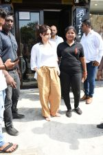 Soha Ali Khan spotted at Bastian Bandra on 8th June 2019 (34)_5d0236587054d.JPG