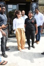 Soha Ali Khan spotted at Bastian Bandra on 8th June 2019 (35)_5d02365a0d445.JPG