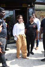 Soha Ali Khan spotted at Bastian Bandra on 8th June 2019 (36)_5d02365c53bb3.JPG