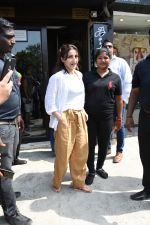 Soha Ali Khan spotted at Bastian Bandra on 8th June 2019 (37)_5d02365dee485.JPG