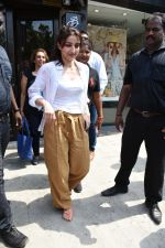 Soha Ali Khan spotted at Bastian Bandra on 8th June 2019 (38)_5d02365f96e94.JPG