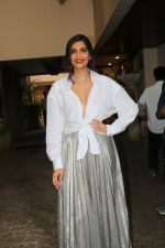 Sonam Kapoor_s birthday party in Anil Kapoor_s house in juhu on 8th June 2019 (49)_5d023b6189408.JPG