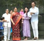 Esha Deol & husband Bharat with newborn baby at Hinduja hospital in khar on 13th June 2019 (1)_5d033e8d90028.jpg