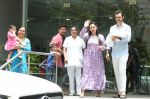Esha Deol & husband Bharat with newborn baby at Hinduja hospital in khar on 13th June 2019 (4)_5d033e93c8ed0.jpg