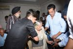 Salman Khan meet the families who had experienced partition at Mehboob Studio in bandra on 13th June 2019 (180)_5d034f163c9b9.JPG