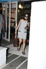 Yami Gautam spotted at Bblunt bandra on 16th June 2019 (15)_5d074f8e3687b.JPG