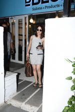 Yami Gautam spotted at Bblunt bandra on 16th June 2019 (19)_5d074f93cbc7a.JPG