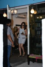 Yami Gautam spotted at Bblunt bandra on 16th June 2019 (2)_5d074f6a76a4c.JPG