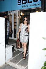 Yami Gautam spotted at Bblunt bandra on 16th June 2019 (20)_5d074f953a67d.JPG