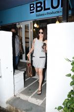 Yami Gautam spotted at Bblunt bandra on 16th June 2019 (21)_5d074f96a324b.JPG