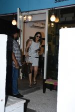 Yami Gautam spotted at Bblunt bandra on 16th June 2019 (6)_5d074f7e9c415.JPG
