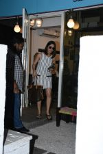 Yami Gautam spotted at Bblunt bandra on 16th June 2019 (7)_5d074f80ee97e.JPG