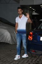 Aayush Sharma at Sohail Khan_s house in bandra on 16th June 2019 (88)_5d07541271b73.JPG