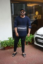 Arjun Kapoor spotted at Anand Pandit_s house in juhu on 15th June 2019 (84)_5d07441a509eb.JPG