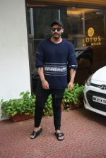 Arjun Kapoor spotted at Anand Pandit_s house in juhu on 15th June 2019 (85)_5d0744219cb9c.JPG