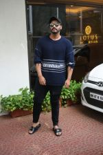 Arjun Kapoor spotted at Anand Pandit_s house in juhu on 15th June 2019 (88)_5d074433628d2.JPG