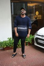Arjun Kapoor spotted at Anand Pandit_s house in juhu on 15th June 2019 (89)_5d07443b112ae.JPG