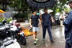 Farhan Akhtar spotted at Otters club in bandra on 15th June 2019 (8)_5d073517c08b9.jpg