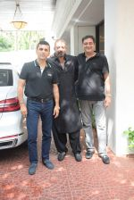 Sanjay Dutt spotted at Anand Pandit_s house in juhu on 15th June 2019 (35)_5d07444f8b05a.JPG