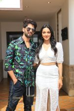 Shahid Kapoor, Kiara Advani at the promotions of film Kabir Singh at Sun n Sand in juhu on 16th June 2019  (1)_5d0735506cc0f.jpg