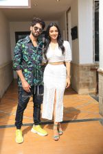 Shahid Kapoor, Kiara Advani at the promotions of film Kabir Singh at Sun n Sand in juhu on 16th June 2019  (4)_5d0735535ce44.jpg