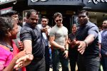 Tiger Shroff, Disha Patani spotted at Bastian in bandra on 16th June 2019 (5)_5d07560a4c0af.jpg