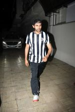 Kartik Aaryan spotted at Dharma films office in bandra on 17th June 2019 (10)_5d089402ac89b.JPG