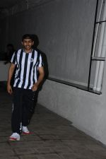 Kartik Aaryan spotted at Dharma films office in bandra on 17th June 2019 (3)_5d0893f73f172.JPG