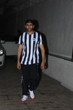 Kartik Aaryan spotted at Dharma films office in bandra on 17th June 2019 (5)_5d0893fa25e83.JPG