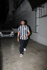 Kartik Aaryan spotted at Dharma films office in bandra on 17th June 2019 (6)_5d0893fbac2a3.JPG