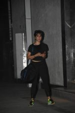 Kim Sharma spotted at gym in Khar on 17th June 2019 (3)_5d08941a31bcd.JPG