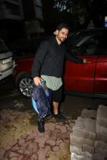 Kunal Khemu spotted at gym in Khar on 18th June 2019 (11)_5d09d7f579d63.JPG