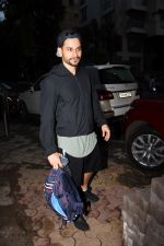 Kunal Khemu spotted at gym in Khar on 18th June 2019 (4)_5d09d7ea16f74.JPG
