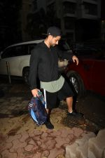 Kunal Khemu spotted at gym in Khar on 18th June 2019 (7)_5d09d7ee728b7.JPG