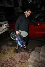 Kunal Khemu spotted at gym in Khar on 18th June 2019 (9)_5d09d7f2269f8.JPG