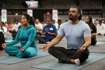 Sunil Shetty at world yoga day in NSCI worli on 21st June 2019 (11)_5d0de799a42b9.jpg