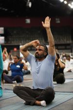 Sunil Shetty at world yoga day in NSCI worli on 21st June 2019 (7)_5d0de78d50255.jpg