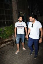 Zaheer Khan,Yuvraj Singh spotted at palli village cafe bandra on 21st June 2019 (7)_5d0de7b99696e.JPG