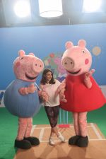 Soha Ali Khan shooting fun cricket videos with kids� favourite, Peppa Pig and George on 22nd June 2019 (14)_5d0f310a846df.JPG