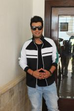 Varun Sharma Spotted Sun N Sand, Juhu For Their Upcoming Film Khandaani Shafakhana on 22nd June 2019 (17)_5d0f313a5287c.jpg