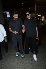 Sonam Kapoor & Anand Ahuja spotted at airport on 26th June 2019 (1)_5d15bedbbd5ee.JPG