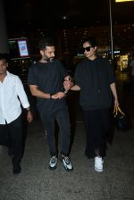 Sonam Kapoor & Anand Ahuja spotted at airport on 26th June 2019 (11)_5d15bef28916c.JPG